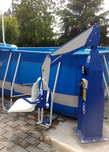 F100 static pool lift in lowered position