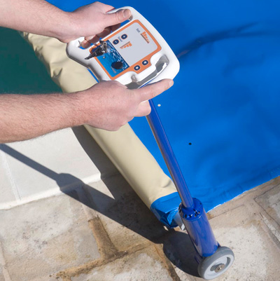 ASTRAL F1 automatic roller for barred pool cover
